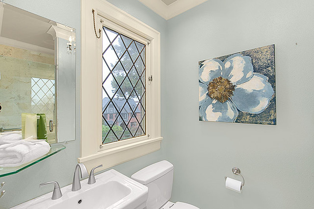 Queen anne brick colonial bathroom by seattle staged for Queen bathroom decor