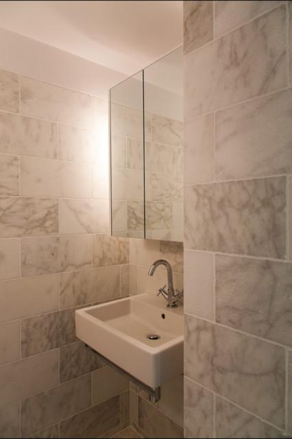 Queen 39 s gate flat for Bathroom gate design