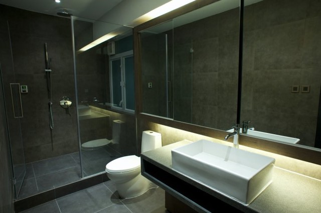 Queen's Road Central Bachelor Pad modern-bathroom