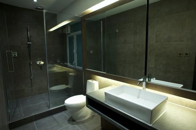 Wonderful Example Of A Minimalist Bathroom Design In Hong Kong