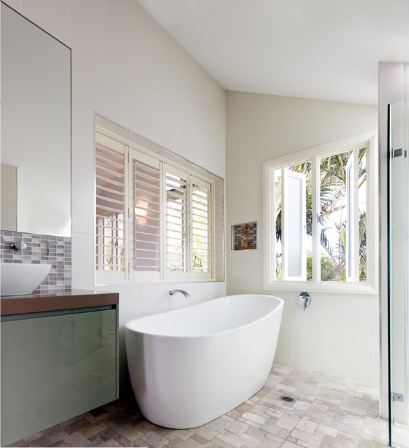 Traditional Contemporary Bathrooms Ltd: Queenscliff House
