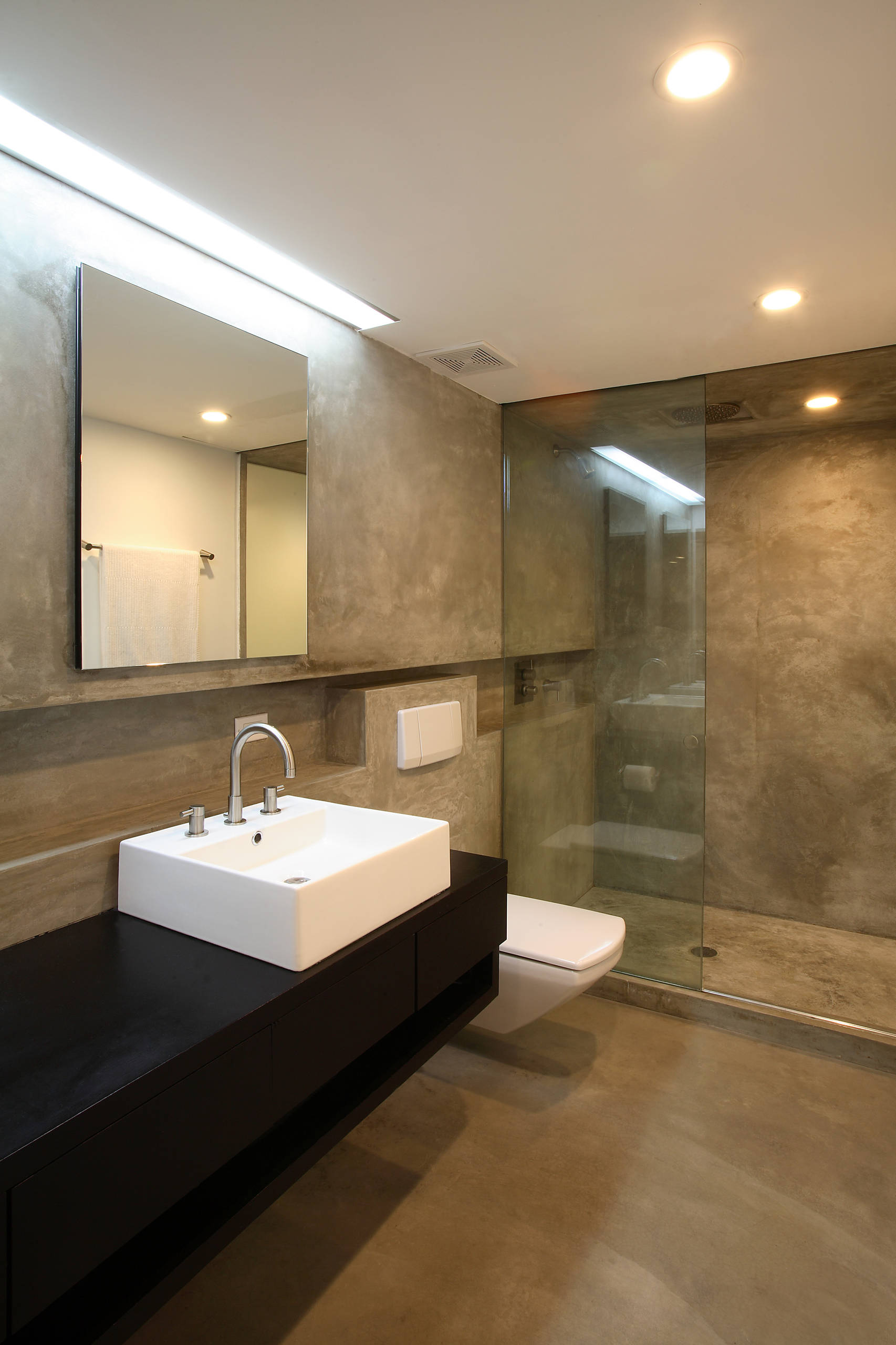 75 Beautiful Beige Tile Bathroom With Black Countertops Pictures Ideas January 2021 Houzz