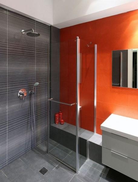 pared roja en baño