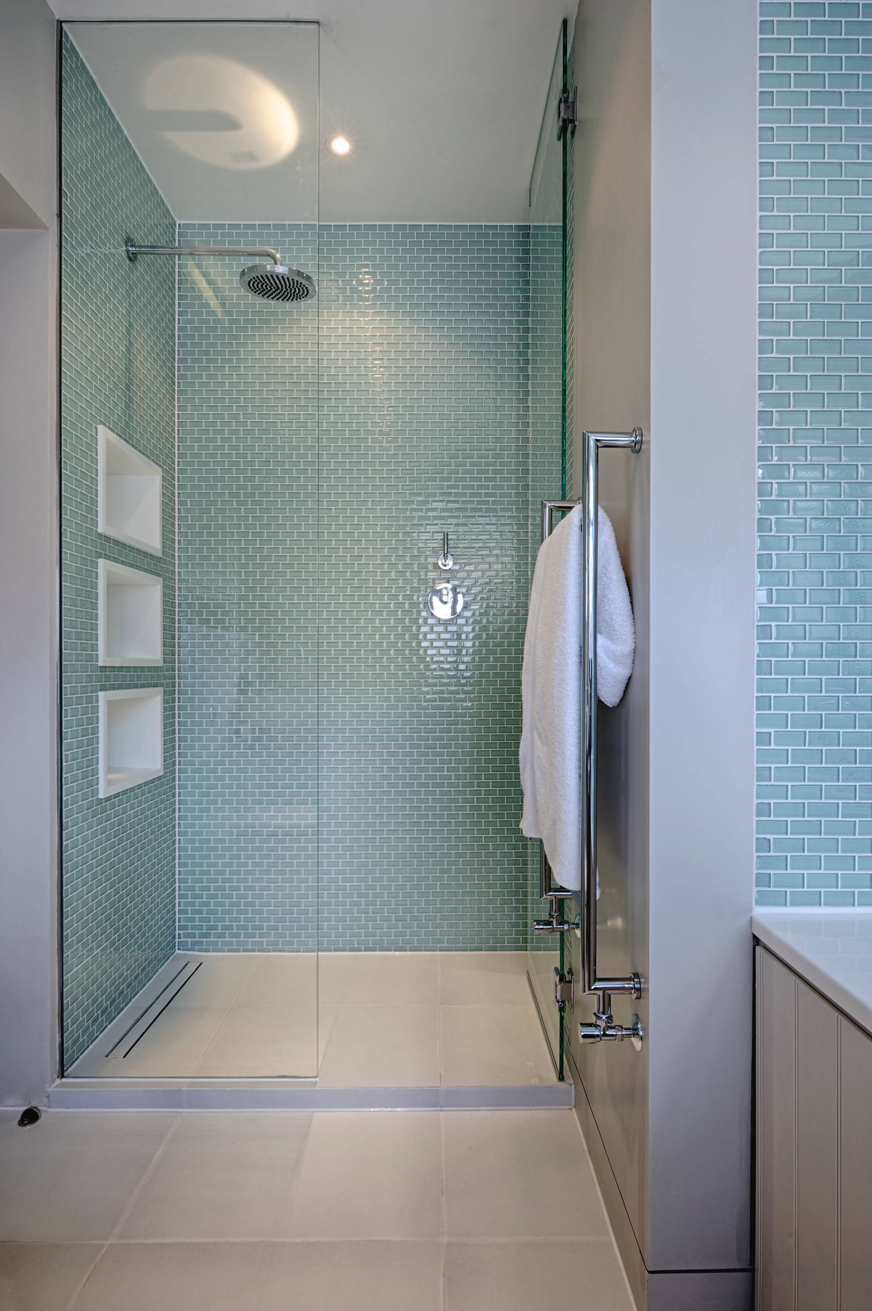 75 Beautiful Glass Tile Bathroom Pictures Ideas January 2021 Houzz