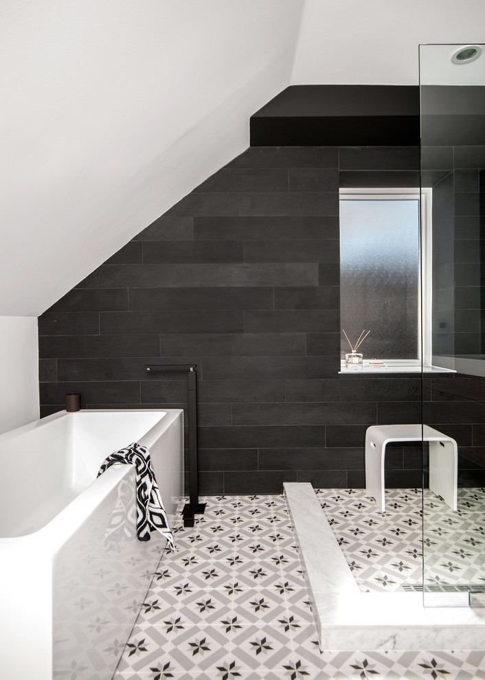 Transitional bathroom photo in Toronto with black walls
