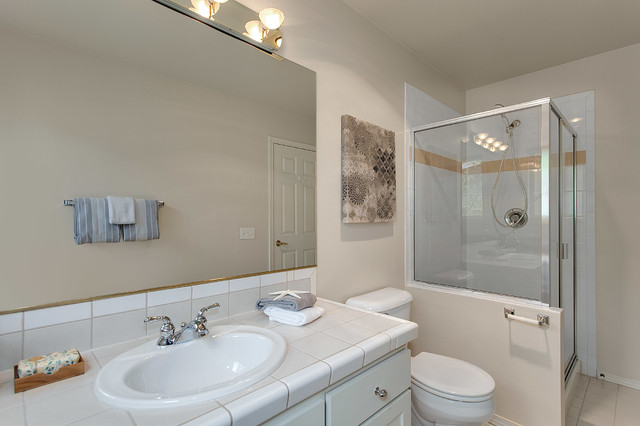 Relaxing kirkland townhouse transitional bathroom for Townhouse bathroom ideas