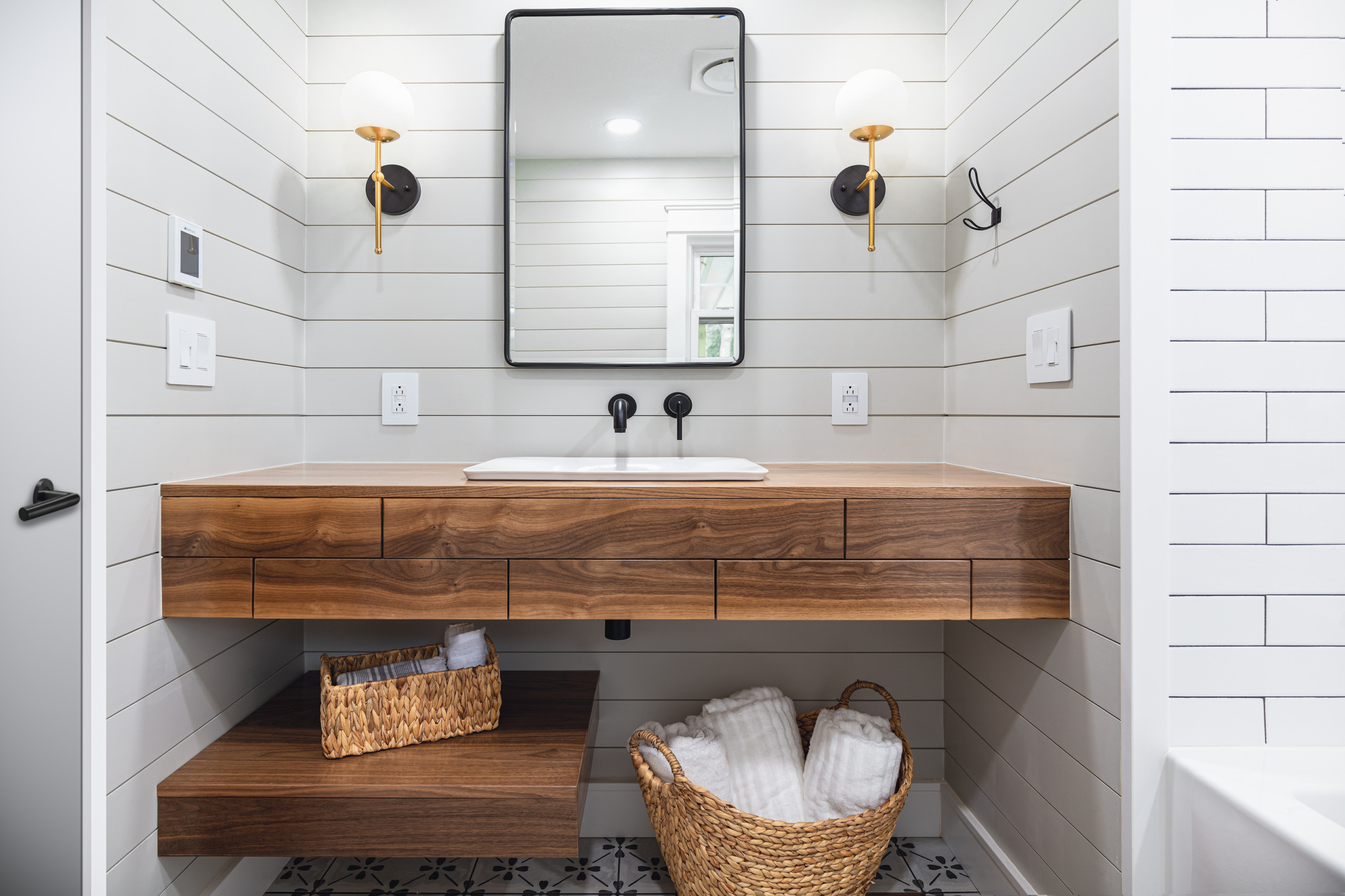 75 Beautiful Shiplap Wall Bathroom Pictures Ideas April 2021 Houzz