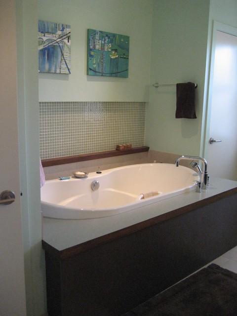 Retro 50's midcentury-bathroom