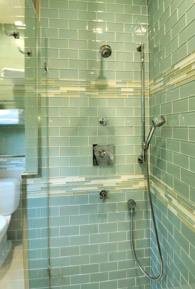 Bathroom - contemporary bathroom idea in Sacramento