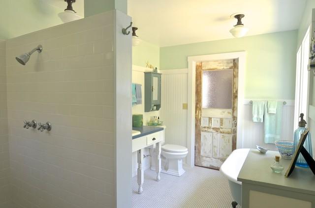 Richland, OR: Connie & Obbie traditional-bathroom