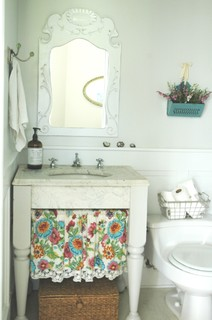 Rie eclectic bathroom