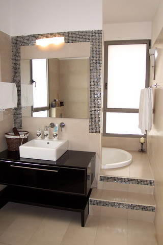 Rina Magen contemporary bathroom