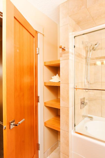 River House contemporary-bathroom
