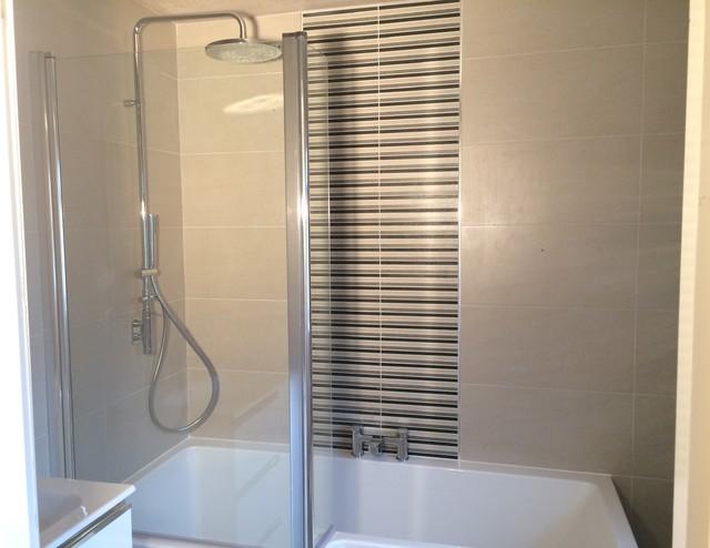 Roca Bathroom Suite With Feature Tiles
