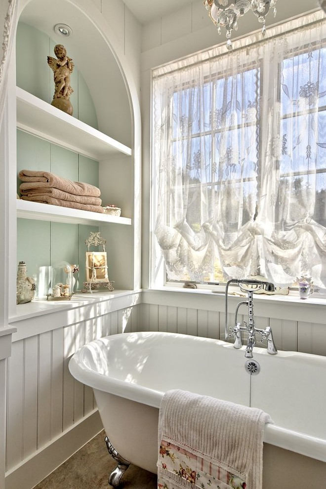 Example of a cottage bathroom design in Austin