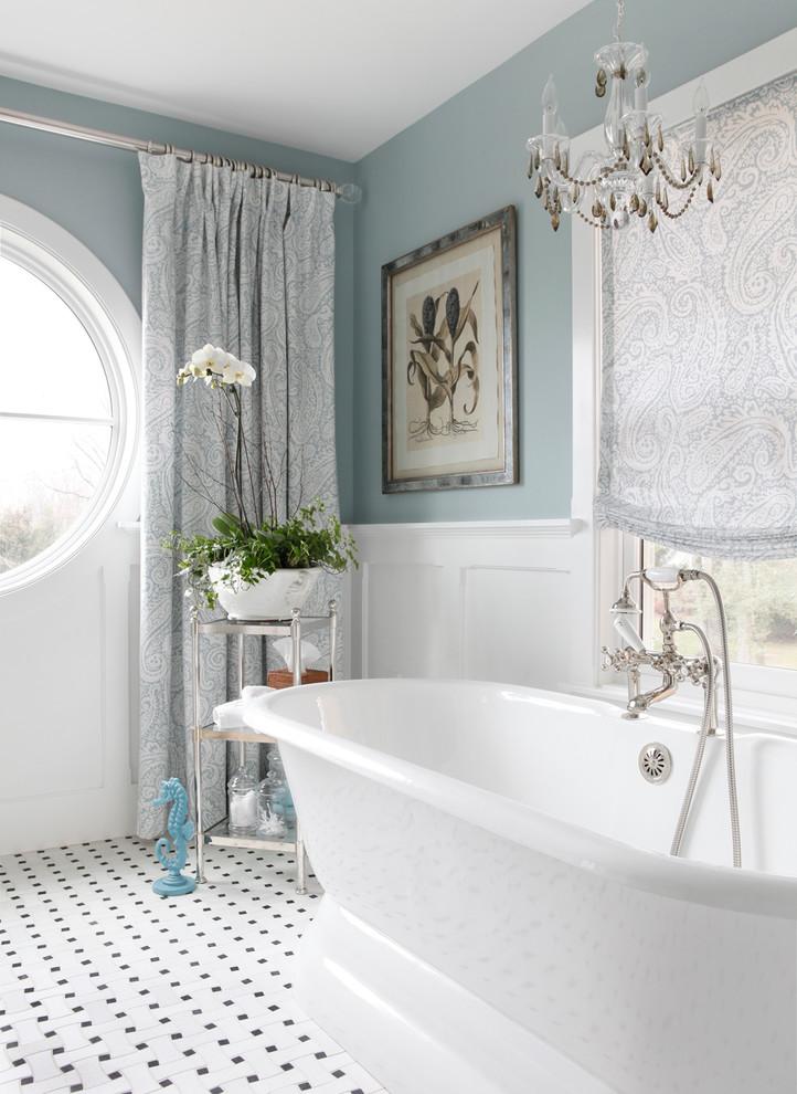 Elegant freestanding bathtub photo in New York