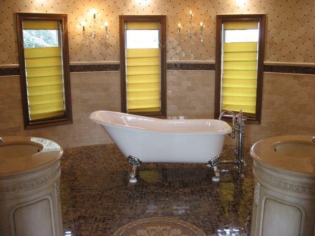 Round Bathroom mediterranean-bathroom