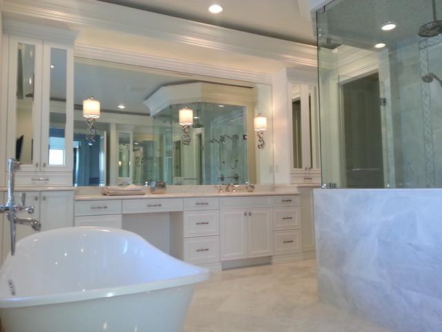 Royal Palm traditional-bathroom