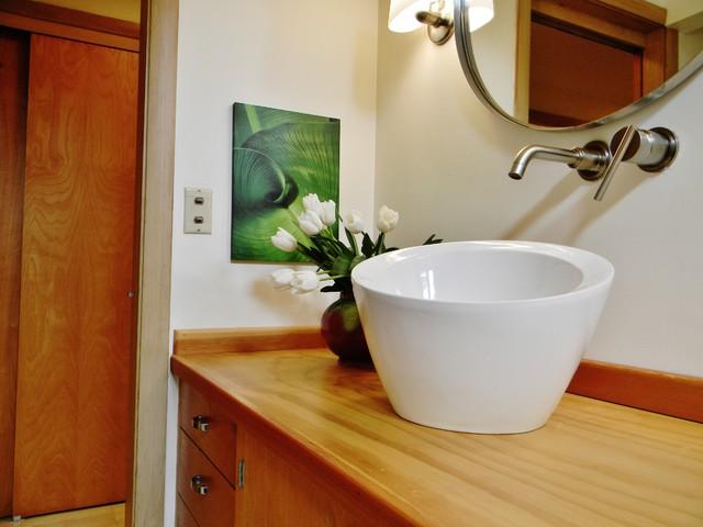 modern bathroom by Kimberley Bryan