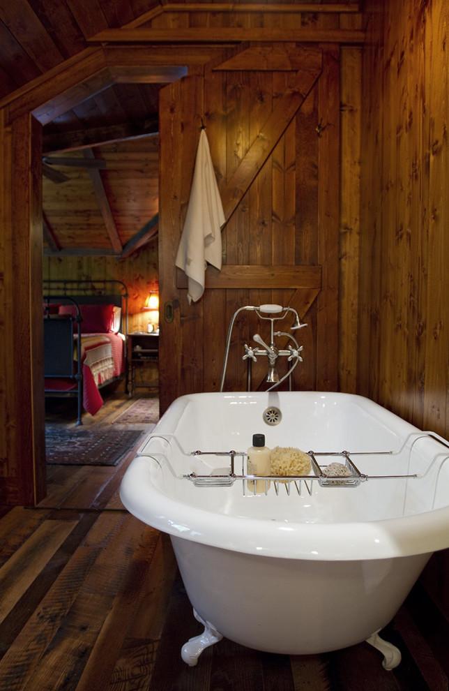 Claw-foot bathtub - traditional claw-foot bathtub idea in Minneapolis