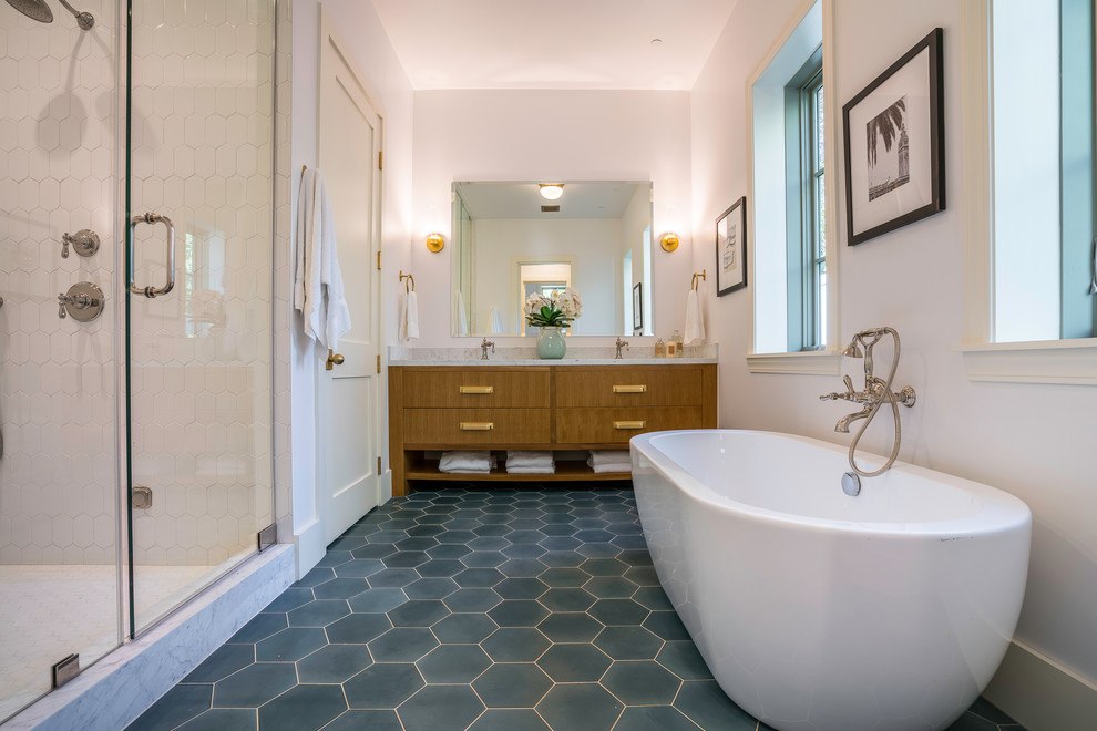Inspiration for a transitional bathroom remodel in Los Angeles