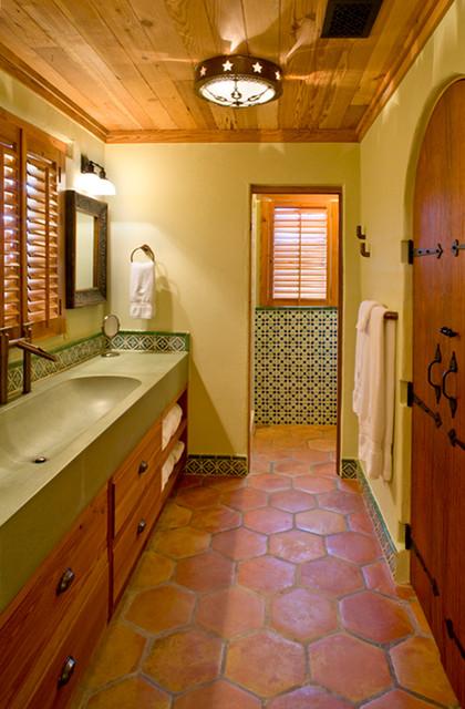 rustic hacienda style texas ranch sud ouest am ricain salle de bain houston par leedy. Black Bedroom Furniture Sets. Home Design Ideas