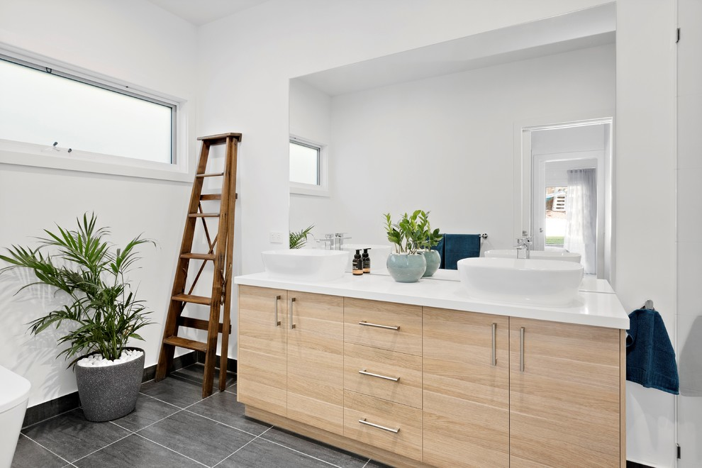 Inspiration for a beach style bathroom in Melbourne.