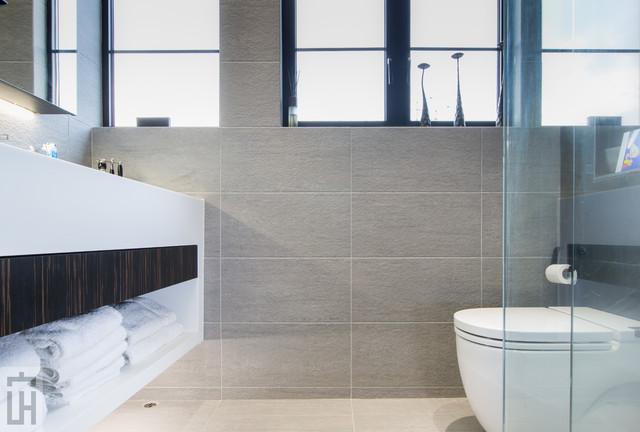 Sai Kung- Roof-Top modern-bathroom
