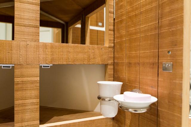 Salle de bain de bois exotique contemporarybathroom