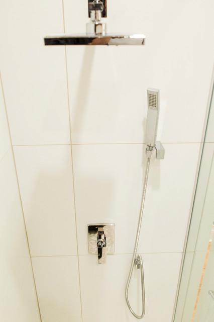Salle de bain de bois exotique  Contemporary  Bathroom
