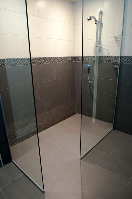 Salle de bain douche bathroom montreal by deco drain inc for Salle de bains douche saint paul