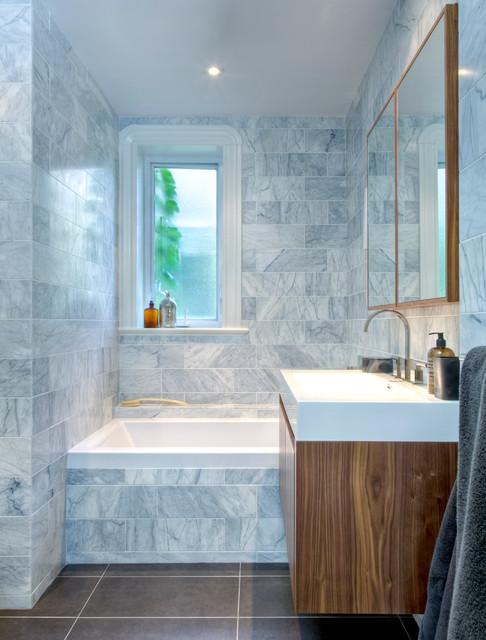 Salle de bain saint hubert contemporary bathroom for Renovation salle de bain montreal