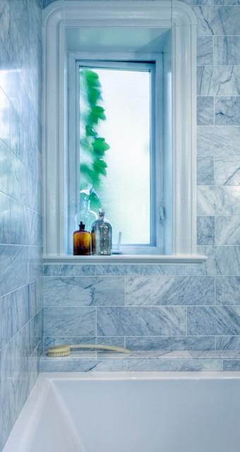 Salle de bain Saint-Hubert contemporary-bathroom