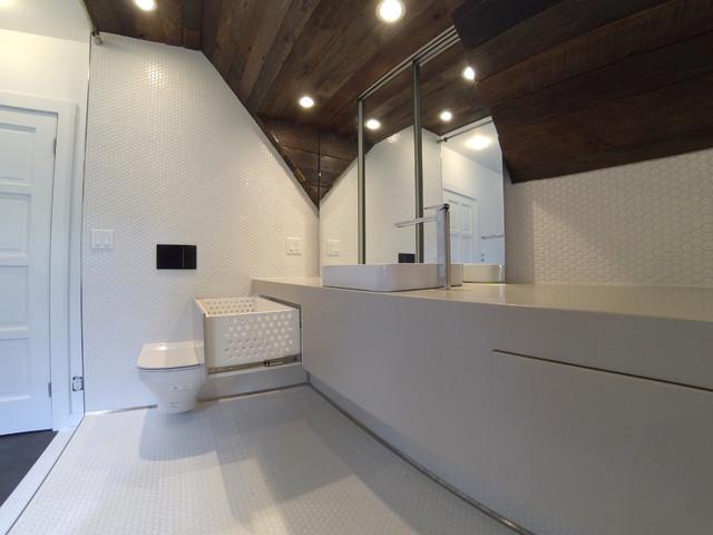Salle de bain sur mesure rainshower comptoir de corian for Mur en verre salle de bain