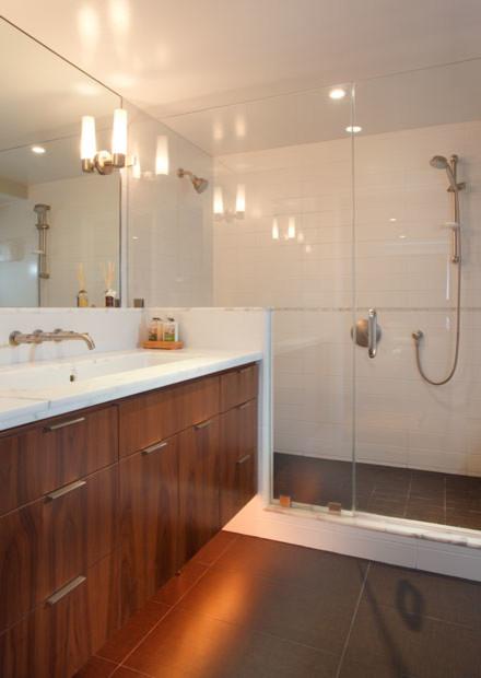 Minimalist bathroom photo in San Francisco