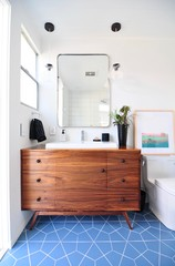 Mini Makeovers: 9 Compact Bathroom Renovations