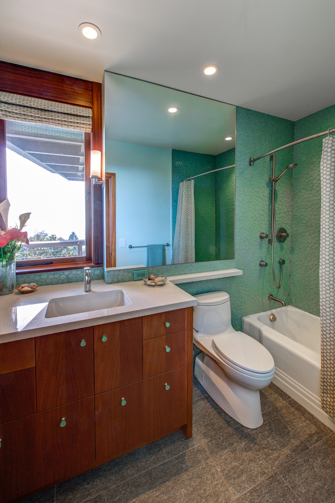 Example of a mid-century modern bathroom design in San Francisco