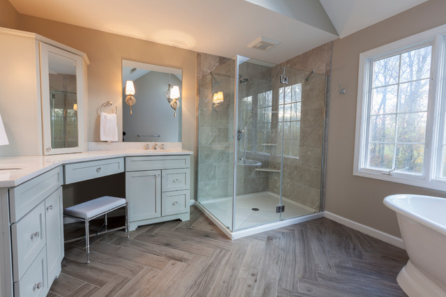Cool toned classic master bath for Cool master bathrooms