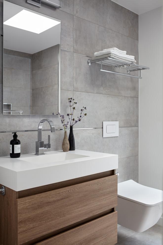 Mid-century modern bathroom photo in San Francisco