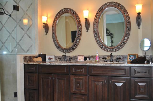 Scalfaro traditional-bathroom