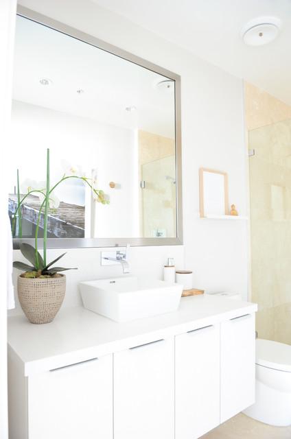 Bathroom - scandinavian bathroom idea in Vancouver