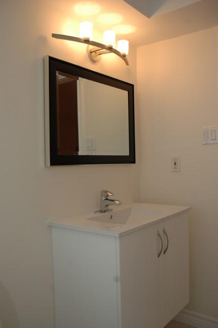 Scarborough Bungalow contemporary-bathroom