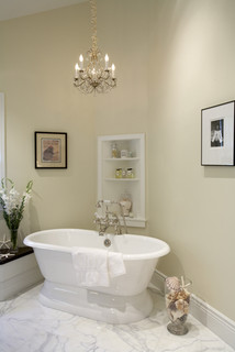 Schoen: A House in the Hamptons traditional bathroom