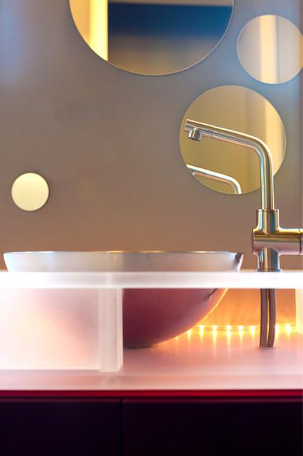 Schönberg Residence modern-bathroom
