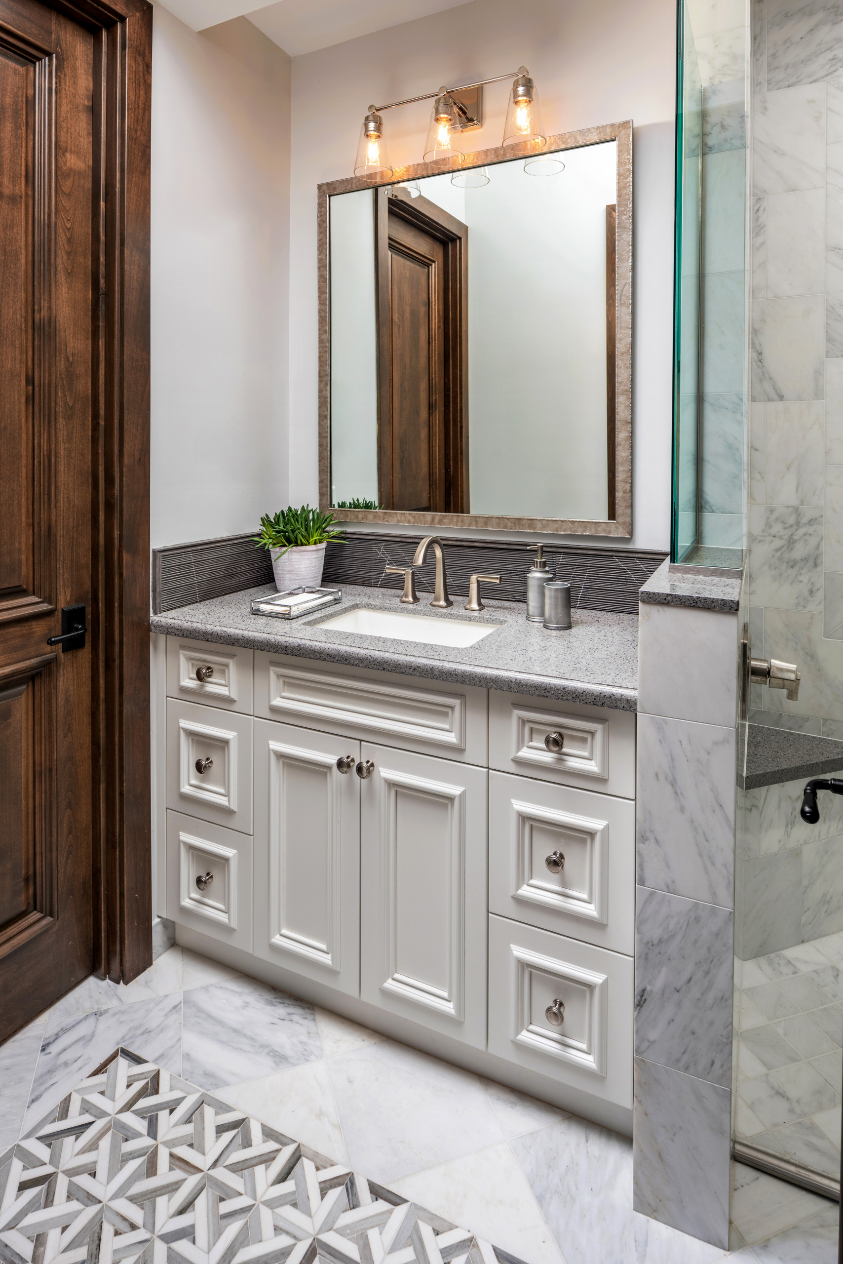 75 Beautiful Rustic Bathroom With White Cabinets Pictures Ideas February 2021 Houzz