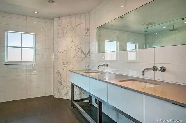 Scripps ranch contemporary contemporary bathroom san for Modern ranch bathroom