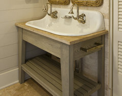Seagrass Coastal tropical bathroom