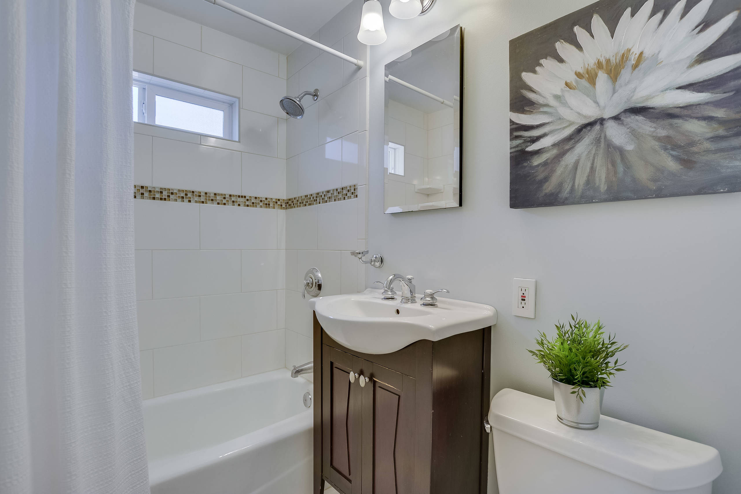 75 Beautiful Shower Curtain With Brown Cabinets Pictures Ideas December 2020 Houzz