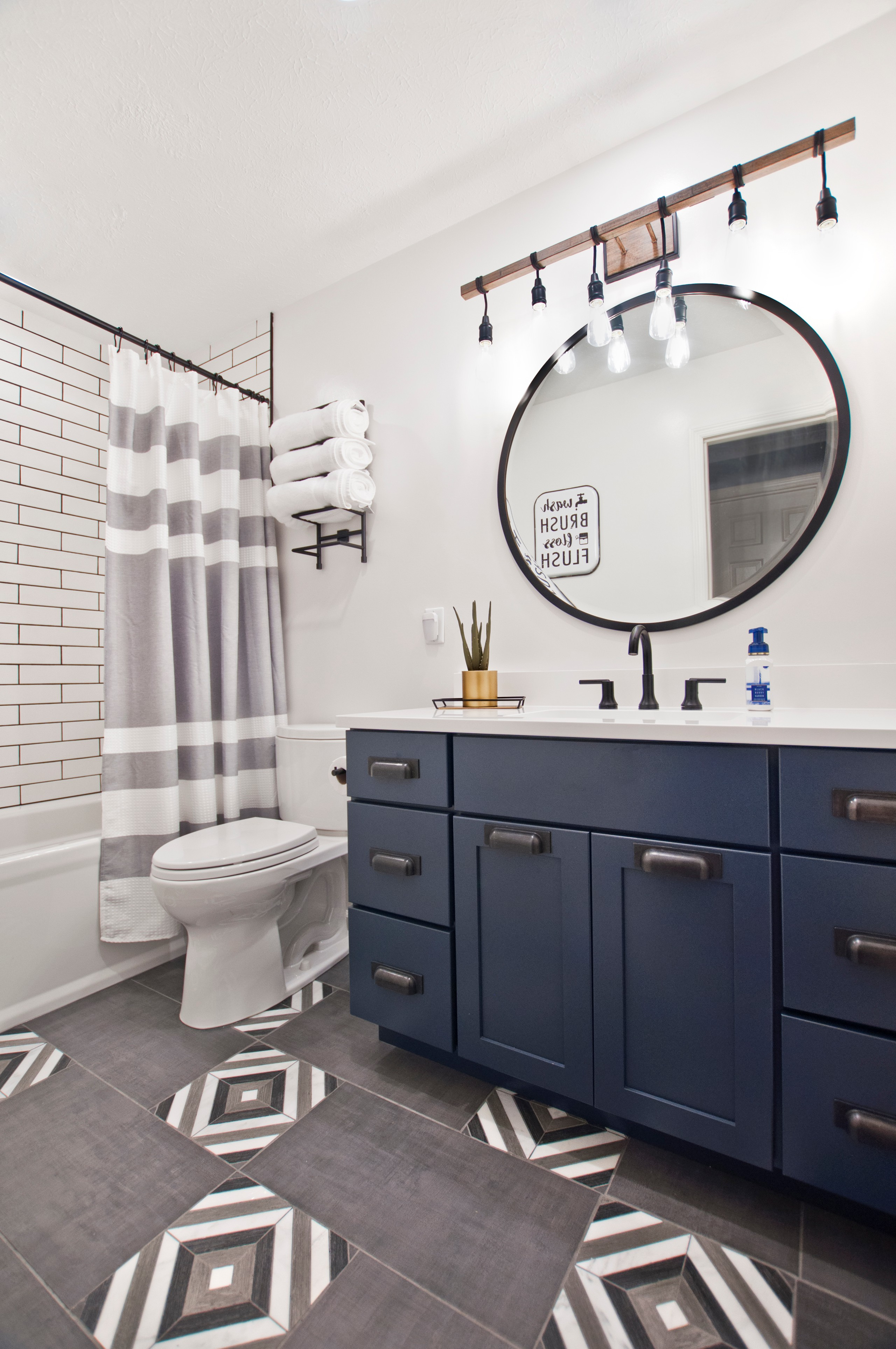 75 Beautiful Modern Tub Shower Combo Pictures Ideas January 2021 Houzz