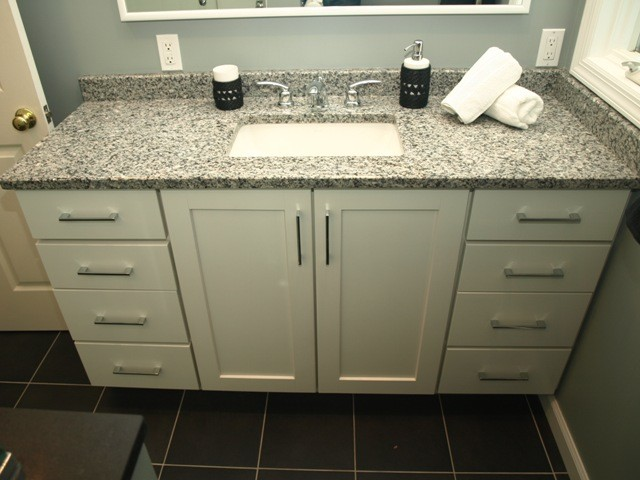 Merveilleux Semi Custom Vanity   White Shaker Doors With Granite Top Contemporary  Bathroom